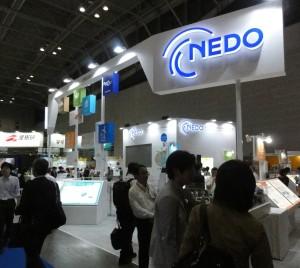 NEDOプロジェクトでは各種太陽電池の光電変換効率に関する世界記録を幾つも達成している(PV Japan2016でのNEDOブース)。